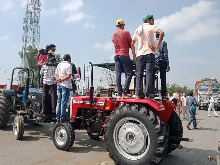 हापुड़ में भाकियू के कार्यकर्ताओं ने अलग अलग 7 स्थानों पर अपना प्रदर्शन किया। जिले में लखनऊ-दिल्ली हाईवे, मेरठ-बुलंदशहर हाईवे पर किसानों का कब्जा रहा।