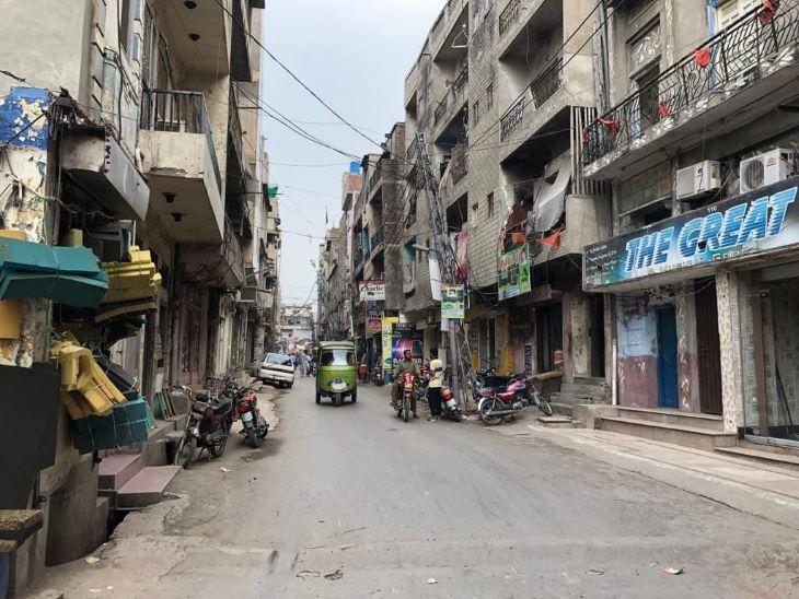 लाहौर की हीरा मंडी की वो गली जहां कभी घुंघरुओं की आवाजों से पूरा इलाका गूंजता था।
