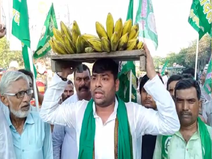 कृषि कानूनों का विरोध करते राजद कार्यकर्ता।