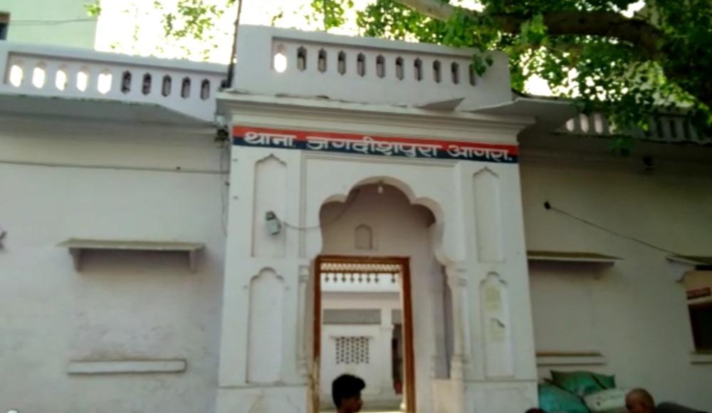 आगरा में थाना प्रभारी पर छेड़छाड़ का आरोप, सुनवाई न होने पर न्यायालय पहुंची दलित महिला, एससीएसटी कोर्ट में वाद दाखिल|आगरा,Agra - Dainik Bhaskar