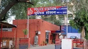 स्टूडेंट ने लगाया पड़ोसी पर ब्लैकमेल कर दुष्कर्म करने और अश्लील फोटो वायरल करने का आरोप|गुड़गांव,Gurgaon - Dainik Bhaskar