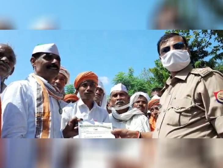 कौशांबी में किसानो की तीखी नोकझोंक हुई। जाम कर रहे किसानों को पुलिस ने रास्ते से हटा दिया।