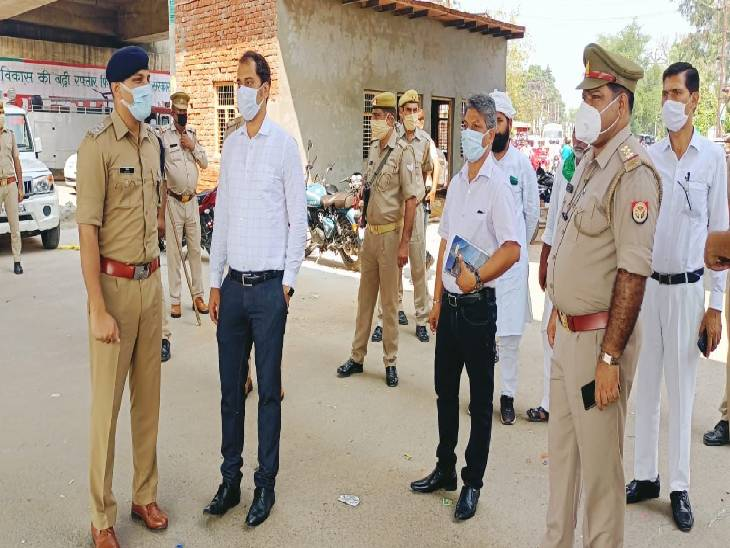 7 स्थानों पर रहा भाकियू कार्यकर्ताओं का कब्जा, डीएम-एसपी ने सड़क पर उतरकर संभाला मोर्चा हापुड़,Hapud - Dainik Bhaskar