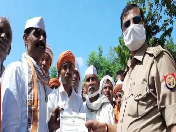 1 घंटे के लिए हाइवे किया बंद, आवागमन रहा बाधित, पुलिस ने खुलवाया जाम|कौशांबी,Kaushambi - Dainik Bhaskar