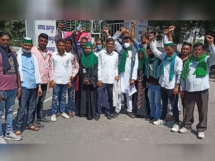 रामपुर में लगभग एक दर्जन लोग भारत बंद के समर्थन में इकठ्ठा होकर कलक्ट्रेट पहुंचे।