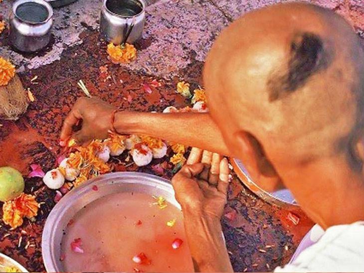 तर्पण, पिंडदान और पंचबलि को ही कहते हैं श्राद्ध, इसके लिए देश में है 7 पवित्र पितृ तीर्थ|धर्म,Dharm - Dainik Bhaskar