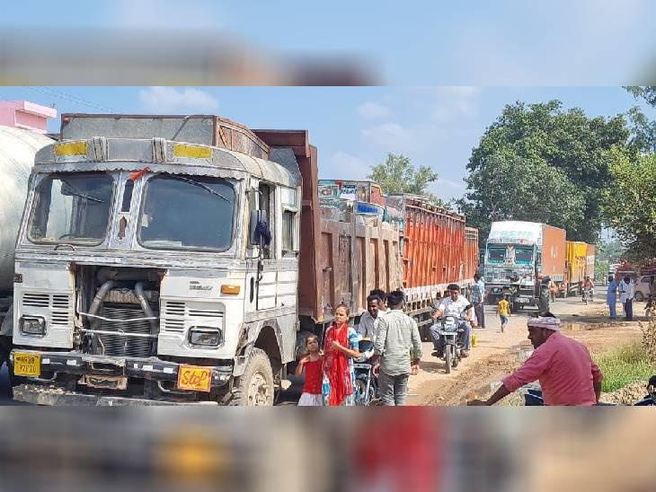 संभल जिले में संभल-दिल्ली और संभल-अनूपशहर मार्ग समेत जिले में किसानों ने आधा दर्जन जगहों पर रोड जाम किया। जाम लगने के बाद वाहन चालकों की किसानों से नोकझोंक भी हुई।