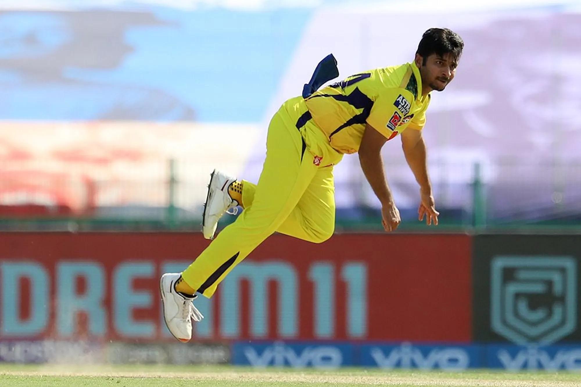 फेज-2 के इस मैच में कोलकाता ने पहले खेलते हुए 171 रन बनाए। हालांकि इसमें चेन्नई के शार्दुल ठाकुर का एक मेडन ओवर भी शामिल है, जो फेज 2 का पहला मेडन ओवर रहा। शार्दुल ने 6 गेंदें फेंकी और एक भी रन नहीं दिया। बल्कि इसी ओवर में उन्होंने आंद्रे रसेल को बोल्ड भी किया।