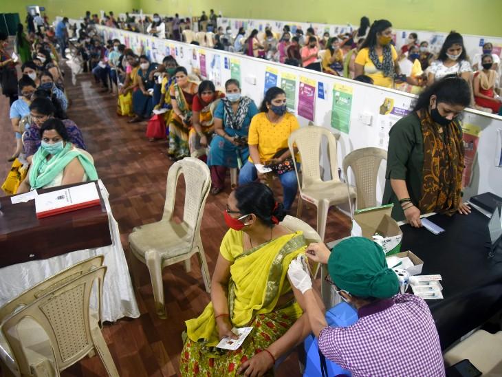 देश में वैक्सीनेशन कवरेज 86 करोड़ के पार हो गया है। सोमवार के आंकड़े देर रात तक बढ़ सकते हैं। - Dainik Bhaskar