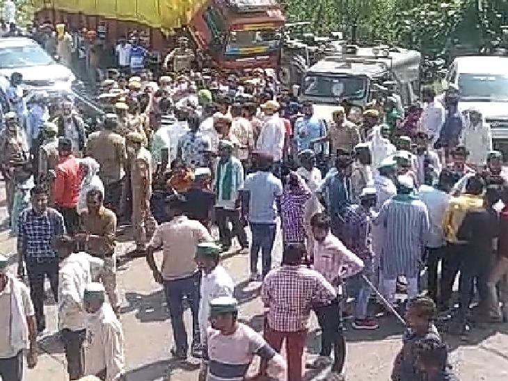 2 घंटे हाईवे पर रहे किसान दूर तक लगी वाहनों की कतारें, दलपतपुर में रोडवेज बस में तोड़फोड़ की कोशिश|मुरादाबाद,Moradabad - Dainik Bhaskar