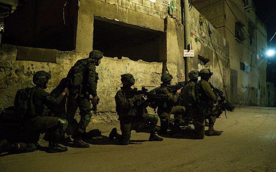 इजराइली सेना ने वेस्ट बैंक में सर्च ऑपरेशन चलाया, क्रॉस फायरिंग में 4 फिलिस्तीनी मारे गए; इजराइल के 2 सैनिक भी घायल|देश,National - Dainik Bhaskar