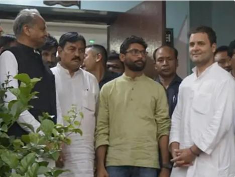 चर्चा है कि कांग्रेस में शामिल होते ही जिग्नेश मेवाणी को गुजरात में अहम जिम्मेदारी दी जाएगी।