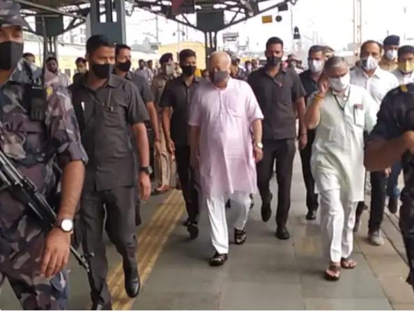RSS प्रमुख  मोहन भागवत ट्रेन से सूरत पहुंचे। - Dainik Bhaskar