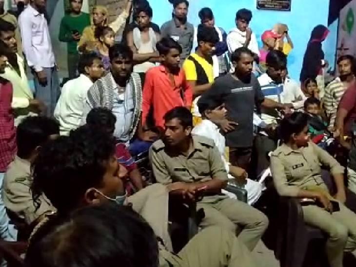 घर पर कोई नहीं था, कमरे में लगाई फांसी; सूचना के 4 घंटे बाद पहुंची पुलिस बांदा,Banda - Dainik Bhaskar