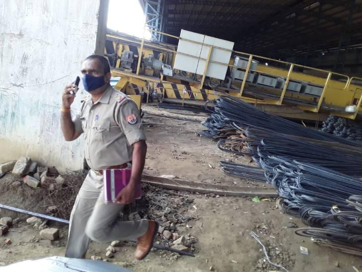 सुदेश इंडस्ट्रीज में 5 मजदूरों पर गिरी क्रेन, 1 की मौत, 3 की हालत गंभीर; हादसा छिपाने के प्रयास में था मिल प्रबंधन|बहराइच,Bahraich - Dainik Bhaskar
