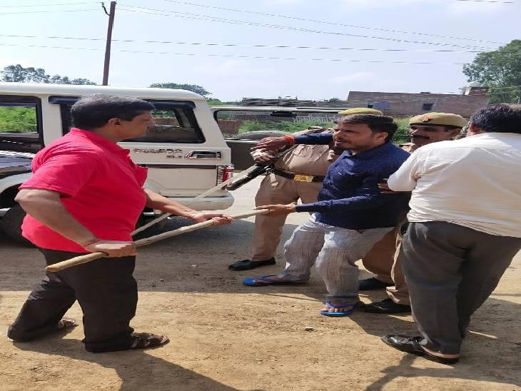 व्यापार कर स्थगन देखकर भड़के, बिना वारंट कर रहे थे गिरफ्तार; नाराज कारोबारियों ने किया विरोध प्रदर्शन जालौन,Jalaun - Dainik Bhaskar
