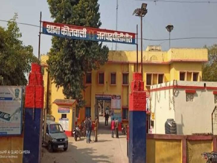 पत्नी को दवाई दिलवाने जाते वक्त पिकअप ने मारी टक्कर, महिला हुई घायल|पीलीभीत,Pilibheet - Dainik Bhaskar