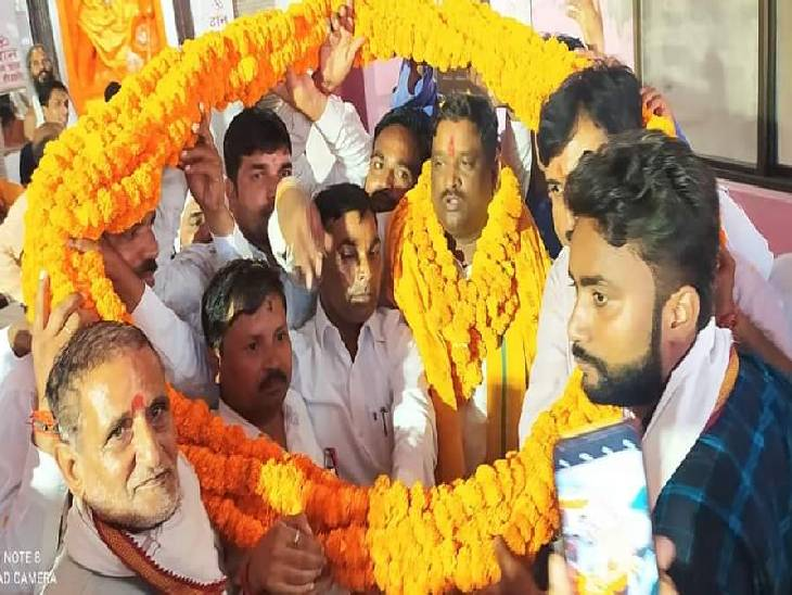बलरामपुर में विधायक पलटू राम का हुआ भव्य स्वागत। - Dainik Bhaskar