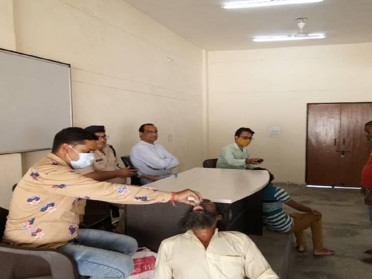 1080 बंदियों को दी गई दवा, सामाजिक संस्था राष्ट्रीय युवा शक्ति ने लगाया शिविर|कासगंज,Kasganj - Dainik Bhaskar