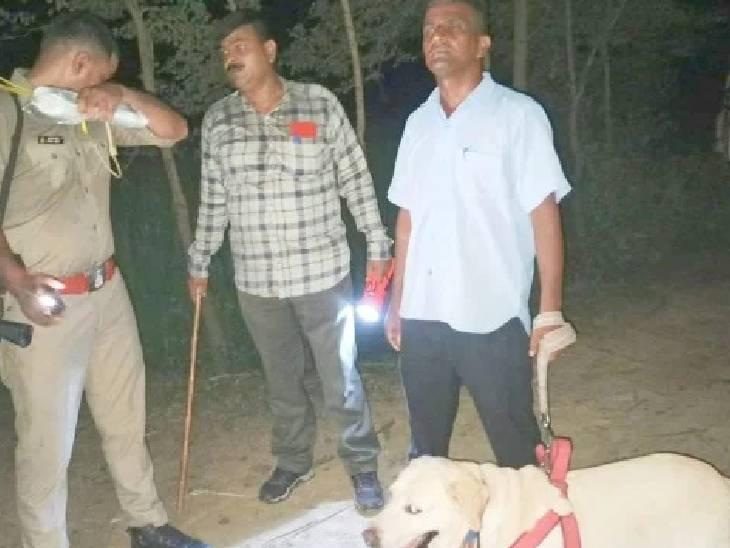 टूटी हुई चूड़ियां दूसरे खेत में मिली, शव कपड़े से ढका था; पति ने दुष्कर्म के बाद हत्या का आरोप लगाया|शाहजहांपुर,Shahjahanpur - Dainik Bhaskar