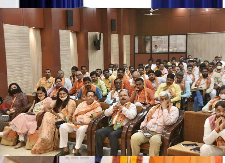 पार्टी के प्रदेश मीडिया प्रभारी, सह-प्रभारी, प्रदेश प्रवक्ता और मीडिया पैनलिस्ट प्रदेश के सभी 98 संगठनात्मक जिलों में प्रवास कर मीडिया टीम के साथ बैठकें करेंगे।