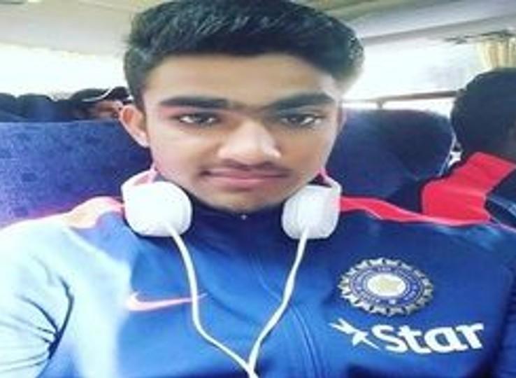 महिपाल ने अंडर-19 वर्ल्डकप भी खेला। IPL में वे 2016 में शामिल हुए। यह उनका 5वां IPL हैं।