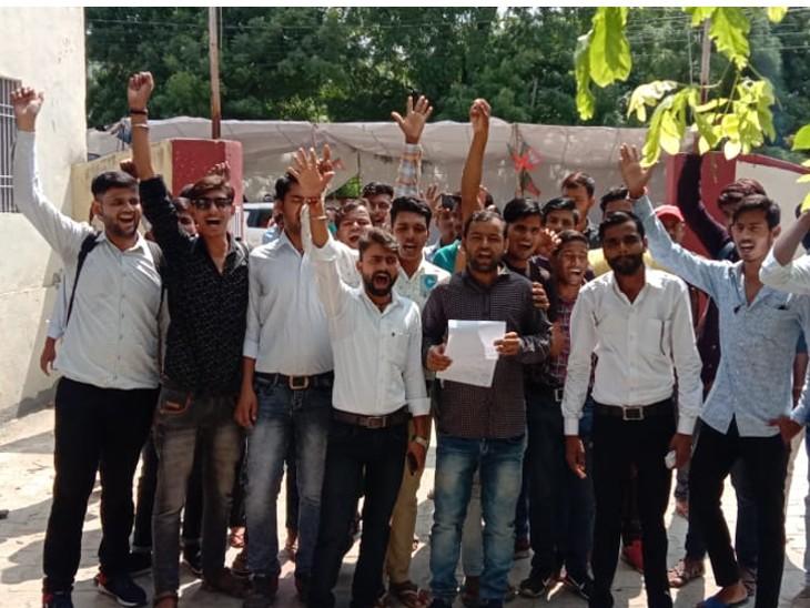आईटीआई में परीक्षा में गड़बड़ी की हो जांच,गंगापुर सिटी से बाहर सेंटर होने से स्टूडेंट होते परेशान,भाजपा ने वर्तमान विधायक पर लगाए भ्रष्टाचार के आरोप|गंगापुर सिटी,Gangapur City - Dainik Bhaskar
