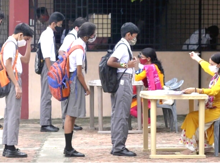 कर्नाटक में कोरोना ने फिर बरपाया कहर, बेंगलुरु के एक बोर्डिंग स्कूल में 60 बच्चे संक्रमित|देश,National - Dainik Bhaskar
