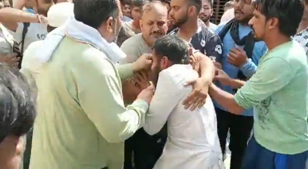 मौलवी को खाना देने गई थी 9 साल की मासूम; गुस्साई भीड़ ने आरोपी को जमकर पीटा; मुजफ्फरनगर का रहने वाला है|रेवाड़ी,Rewari - Dainik Bhaskar