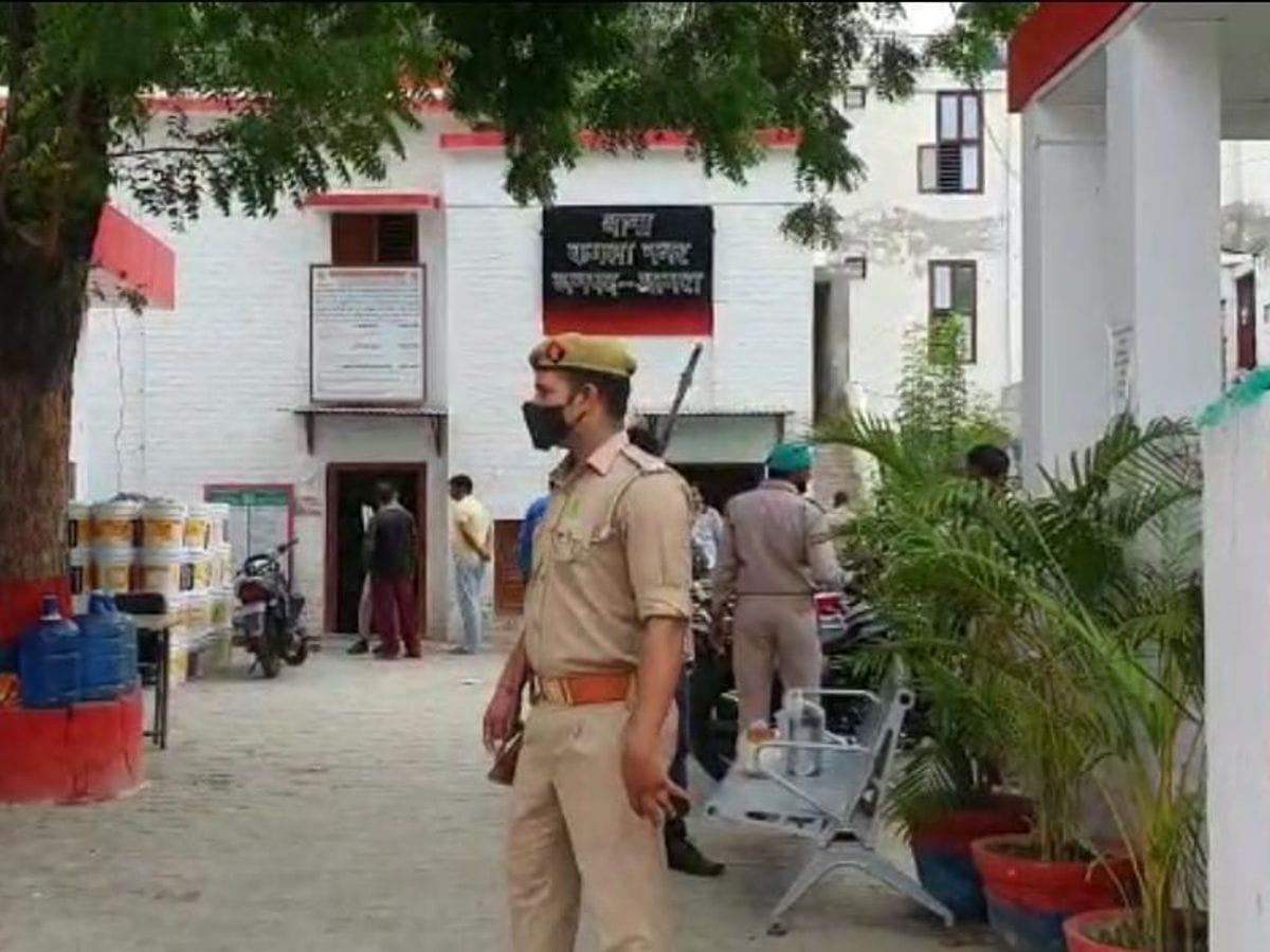 पुलिस आसपास के जिलों में जानकारी कर रही है, जिससे शव की शिनाख्त हो सके। - Dainik Bhaskar