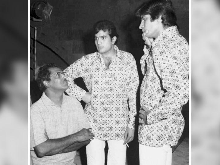 फिल्म 'नमक हराम' (1973) के सेट पर ऋषिकेश मुखर्जी राजेश खन्ना और अमिताभ बच्चन के साथ।