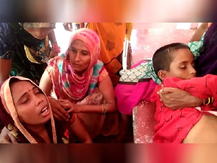 वाटर कूलर से पानी पीने के दौरान हुआ हादसा, मां का रो रो कर बुरा हाल है; पिता दिल्ली में करता है काम फर्रुखाबाद,Farrukhabad - Dainik Bhaskar