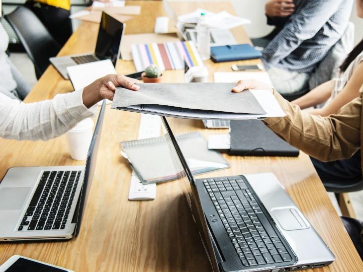 रिपोर्ट के मुताबिक, देश में इस साल जून और जुलाई में रोजगार के मौके बढ़े हैं। - Dainik Bhaskar