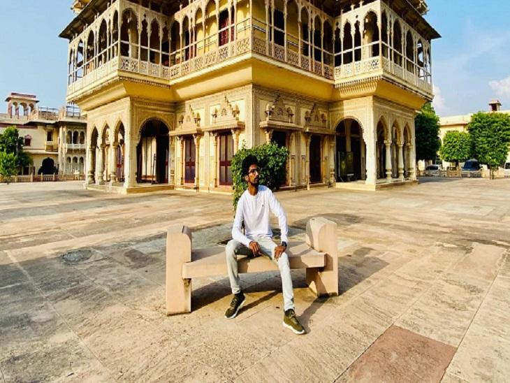 राजस्थान में श्याम ने मेलों में प्रस्तुति देकर अपनी शुरूआत की।