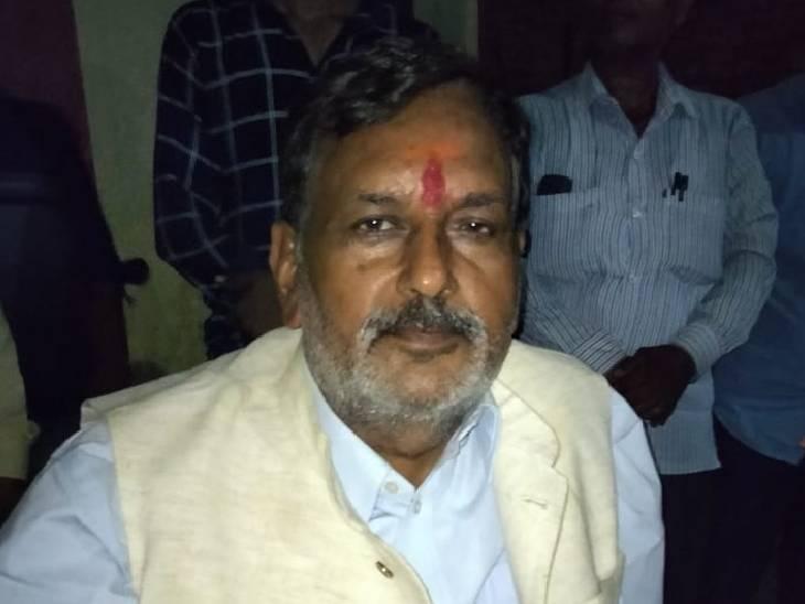 भदोही में घर पर लगा बधाई देने वालों का तांता, अब जुटेंगे चुनाव की तैयारियों में; बोले- विजय मिश्रा ने फर्जी मुकदमे करवाये भदोही,Bhadohi - Dainik Bhaskar