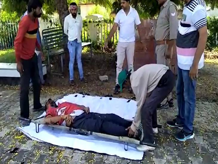 कई दिनों से घर से चल रहा था लापता, परिजनों ने जताया हत्या का शक जालौन,Jalaun - Dainik Bhaskar
