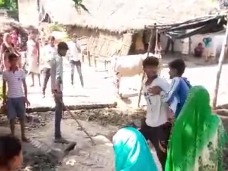 मामूली विवाद को लेकर भिड़े दो पक्ष, दबंग युवक ने महिला को पीटा सीतापुर,Sitapur - Dainik Bhaskar