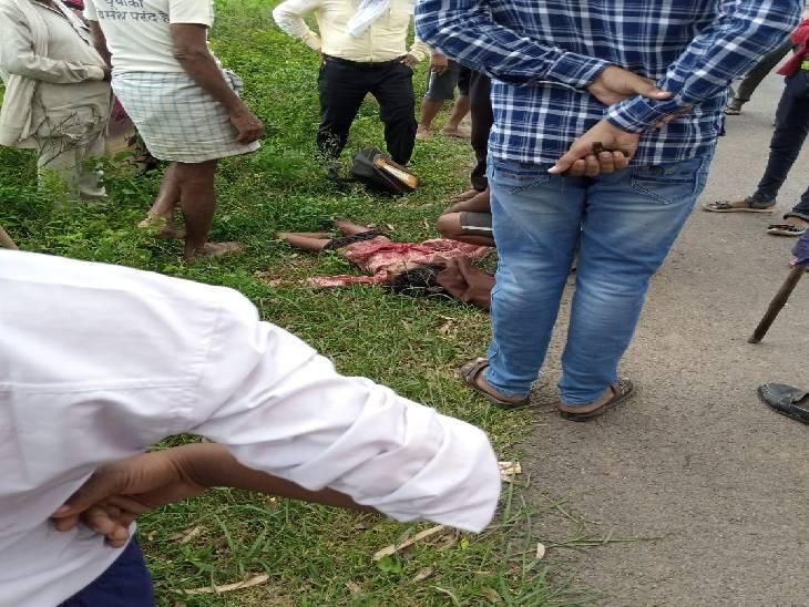स्कूल से घर लौटते समय हुआ हादसा, नाराज ग्रामीणों ने लगाया जाम|सोनभद्र,Sonbhadra - Dainik Bhaskar