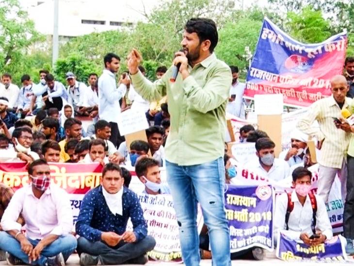 राजस्थान बेरोजगार महासंघ के अध्यक्ष बोले- पेपर लीक प्रकरण में बड़े राजनेता शामिल, बेरोजगारों की मांगे पूरी नहीं हुई; तो होगा उग्र आंदोलन|जयपुर,Jaipur - Dainik Bhaskar