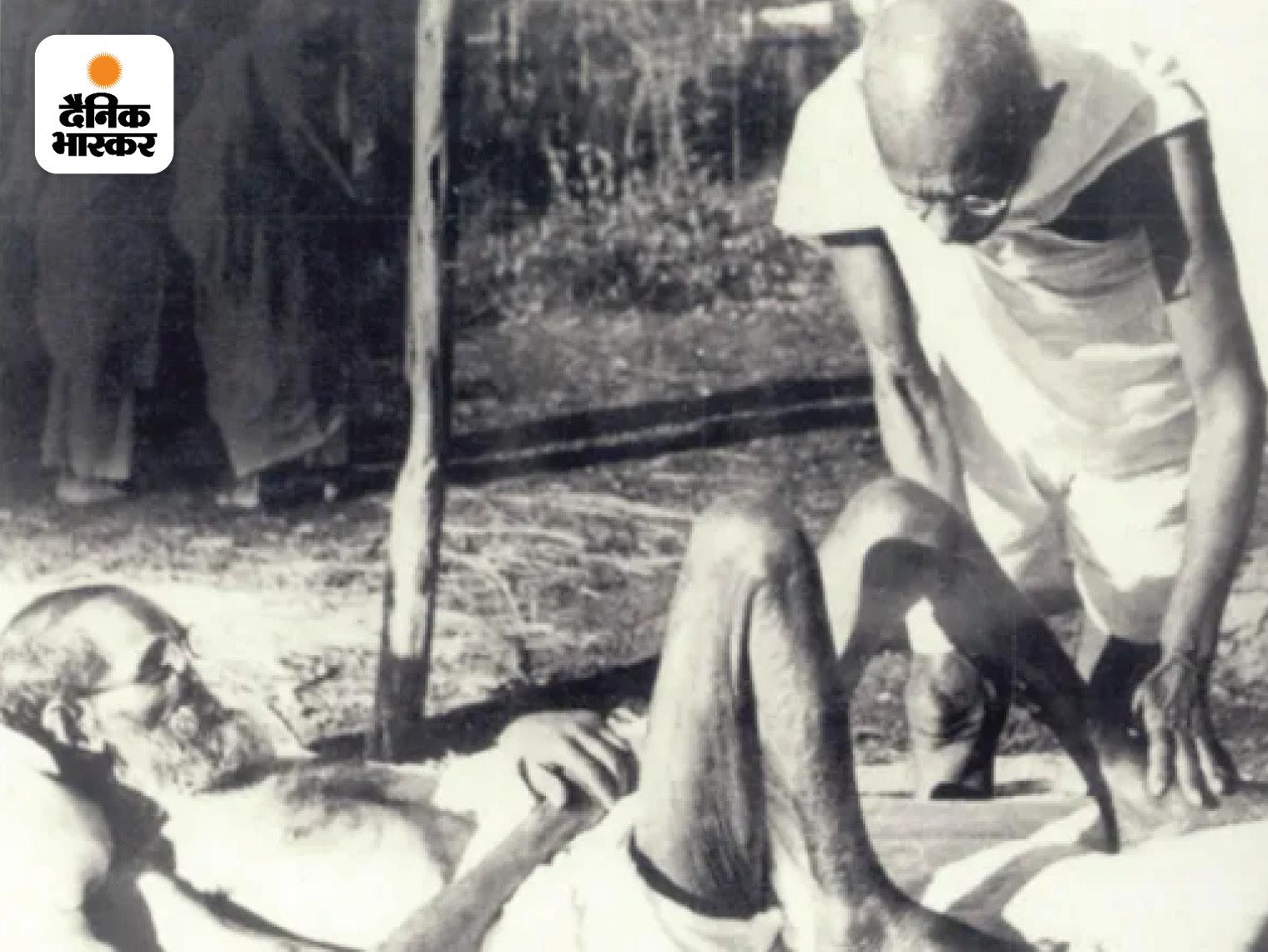 बीमार विनोबा भावे के पैरों की मालिश करते महात्मा गांधी। विनोबा को गांधी के सिद्धांत और विचारधारा काफी पसंद थी इसलिए उन्होंने गांधी को अपना राजनीतिक और आध्यात्मिक गुरु बनाने का फैसला किया। साल 1940 तक तो विनोबा भावे को सिर्फ वही लोग जानते थे, जो उनके इर्द-गिर्द रहते थे। 5 अक्टूबर 1940 को गांधी ने एक बयान जारी किया और विनोबा को पहला सत्याग्रही बताया।