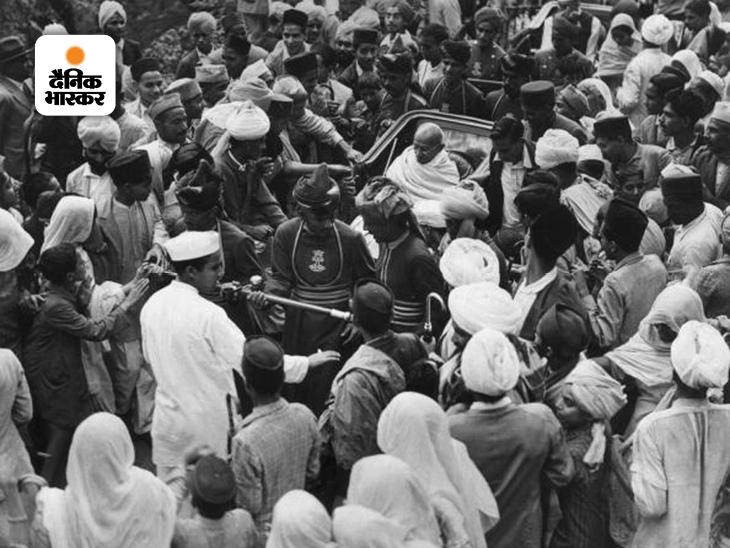 शिमला में 12 मई 1921 को रिक्शे में बैठकर तत्कालीन वायसराय लॉर्ड रीडिंग से मिलने जाते महात्मा गांधी। स्वतंत्रता के लिए संघर्ष के दौरान महात्मा गांधी ने कई बार शिमला की यात्राएं कीं। अंग्रेजों की ग्रीष्मकालीन राजधानी होने के कारण गांधी को बातचीत के लिए कई बार शिमला का रुख करना पड़ा।