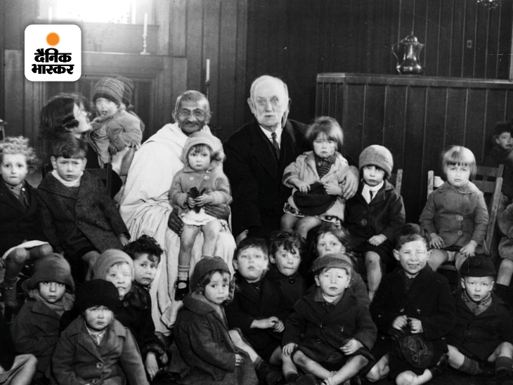 साल 1931 में राउंड टेबल कॉन्फ्रेंस के लिए गांधी लंदन में अपने अनुयायी मुरिएल लेस्टर के यहां ठहरे थे। उनका एक आश्रम था जिसको किंग्सले हॉल कहा जाता था। यह पूर्वी लंदन इलाके में था। गांधी रोज शाम को जब फुरसत से होते तो किंग्सले हॉल के सभागार में चले जाते थे। ब्रिटिश पॉलिटिशियन जॉर्ज लांसबरी और बच्चों के साथ गांधी की ये फोटो किंग्सले हॉल की है।