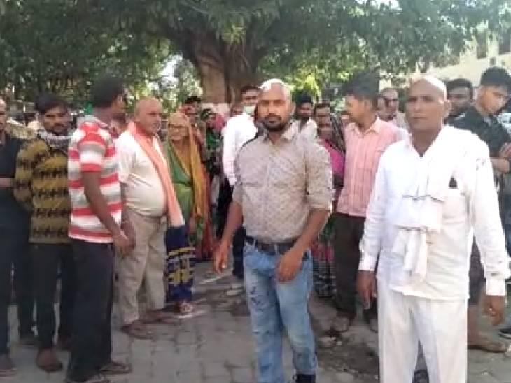 पुरानी रंजिश में दबंगों ने प्रधान परिवार पर दिनदहाड़े किया हमला, असलहे की बट से पीट-पीटकर किया घायल|अमेठी,Amethi - Dainik Bhaskar