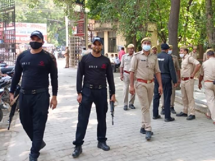 तिहाड़ जेल से बस से लाया गया आरोपी चाचा, ऊंचाहार एक्सप्रेस से आरोपी दरोगा भी पहुंचा; कोर्ट में सुरक्षा व्यवस्था के कड़े इंतजाम|उन्नाव,Unnao - Dainik Bhaskar