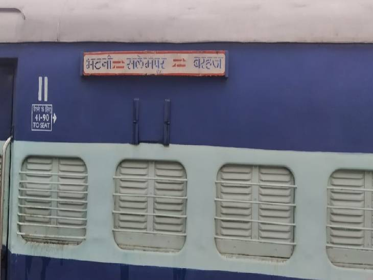 दो तहसीलों के बीच चलती है, ट्रेन में सवार रेल कर्मी ही खोलते और बंद करते हैं क्रासिंग का गेट|देवरिया,Deoria - Dainik Bhaskar
