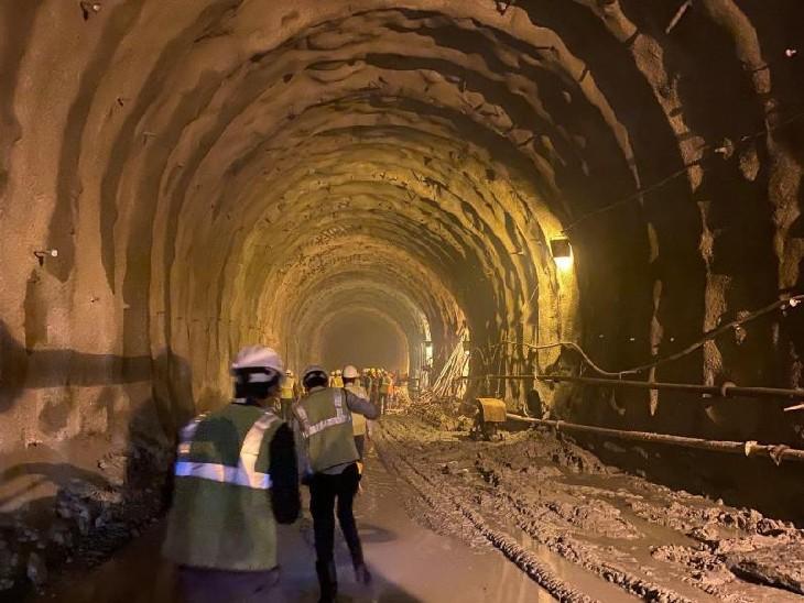 निर्माणाधीन सुरंग के एक हिस्से का फाइल फोटो। - Dainik Bhaskar