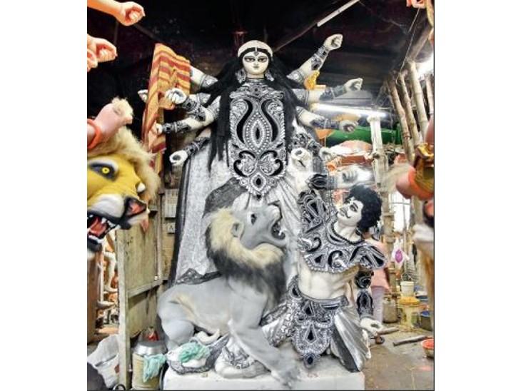दुर्गा पूजा के लिए इस बार 8 से 20 फीट तक की मूर्तियों की डिमांड। - Dainik Bhaskar