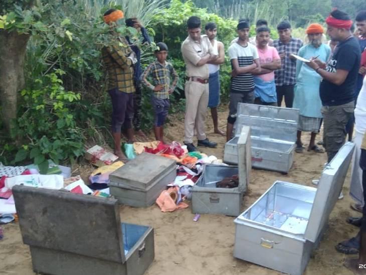 घर में सेंध लगाकर नगदी और ज्वैलरी ले गए चोर, जंगल में टूटा हुआ बक्सा और बिखरे मिले कपड़े सुलतानपुर,Sultanpur - Dainik Bhaskar