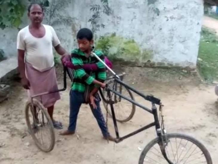दिव्यांग बेटे की जिद पर मजदूर पिता ने बनाई ट्राई साइकिल; 6 महीना लगा समय, 5 हजार आया खर्च मिर्जापुर,Mirzapur - Dainik Bhaskar