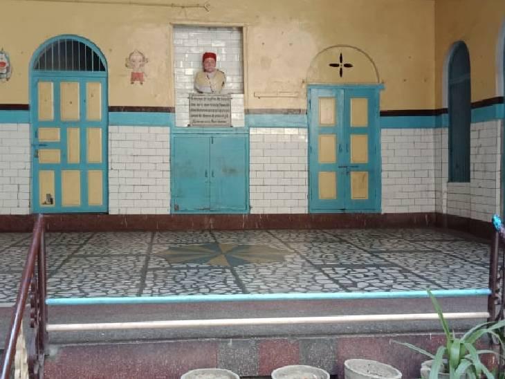 आजादी की जंग को लेकर 1926 में फिरोजाबाद आए थे बापू, लगाए थे इंकलाब जिंदाबाद के नारे; तिलक हाल में बैठकर बनाई थी योजना फिरोजाबाद,Firozabad - Dainik Bhaskar